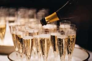 Nổ đi, champagne!
