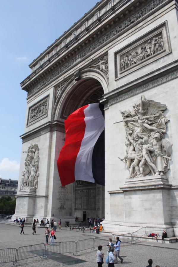 Mộ chiến sĩ vô danh ở Khải Hoàn Môn Paris