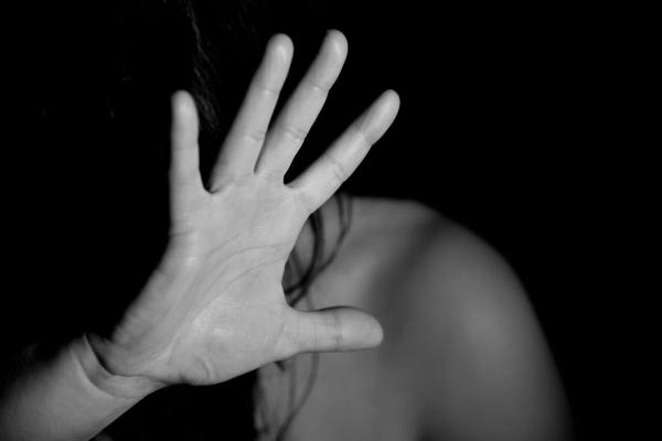 """Bạo lực gia đình và tình trạng """"đồng lệ thuộc"""""""