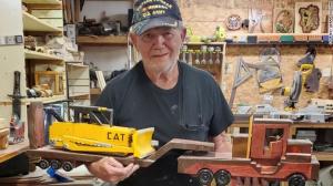 """Xưởng chế tạo đồ chơi phát miễn phí của """"ông già Santa"""" tại California"""