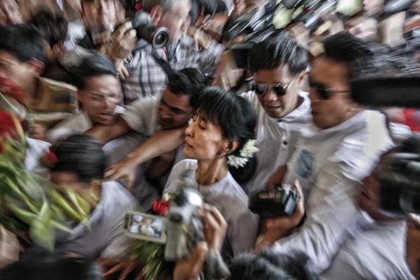 """Myanmar: theo Mỹ hay """"theo Tàu""""?"""