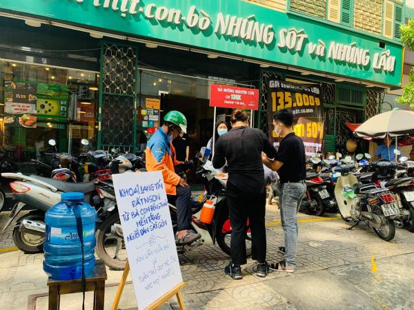 Sài Gòn, lạng qua lạng lại làm chuyện bao đồng
